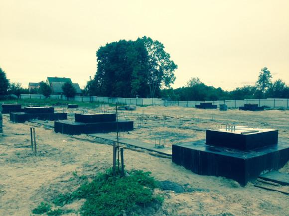 Монтаж фундаментов для быстровозводимого здания ФОК в Багратионовске
