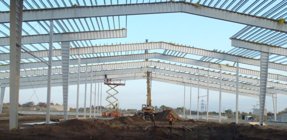 Несущая конструкция быстровозводимого здания с проемом под силосы